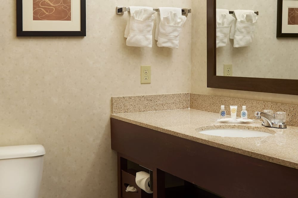 Suite, Non Smoking - Удобства в ванной комнате