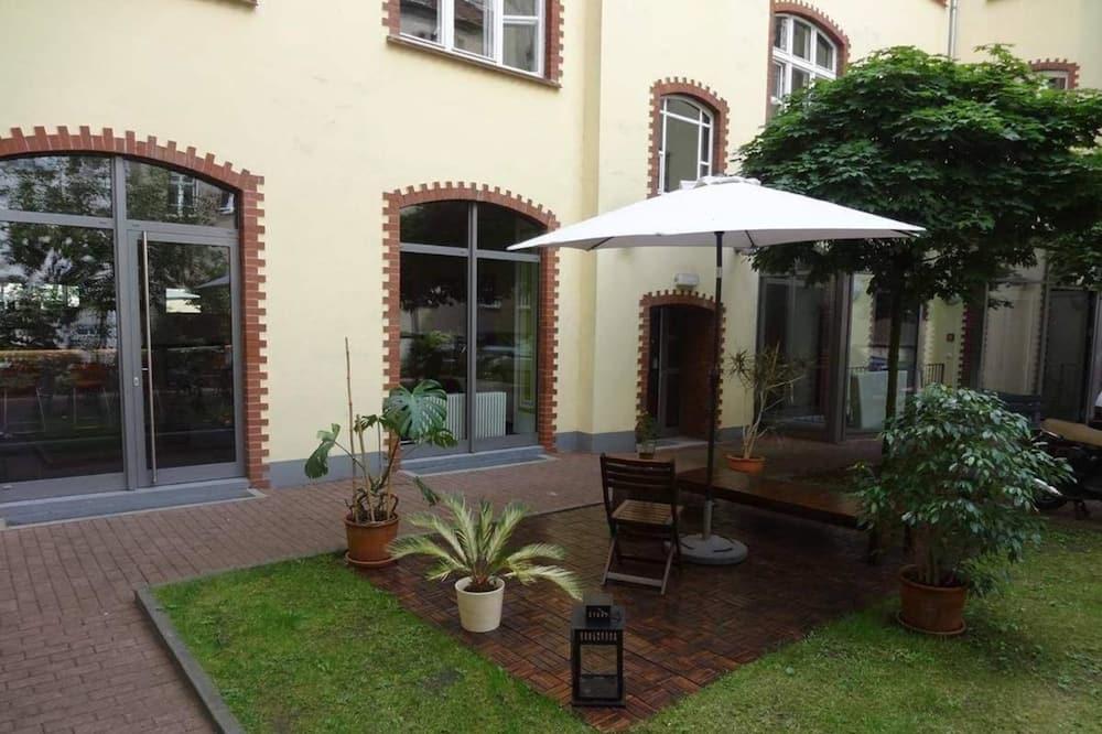 Triple Room - Courtyard View