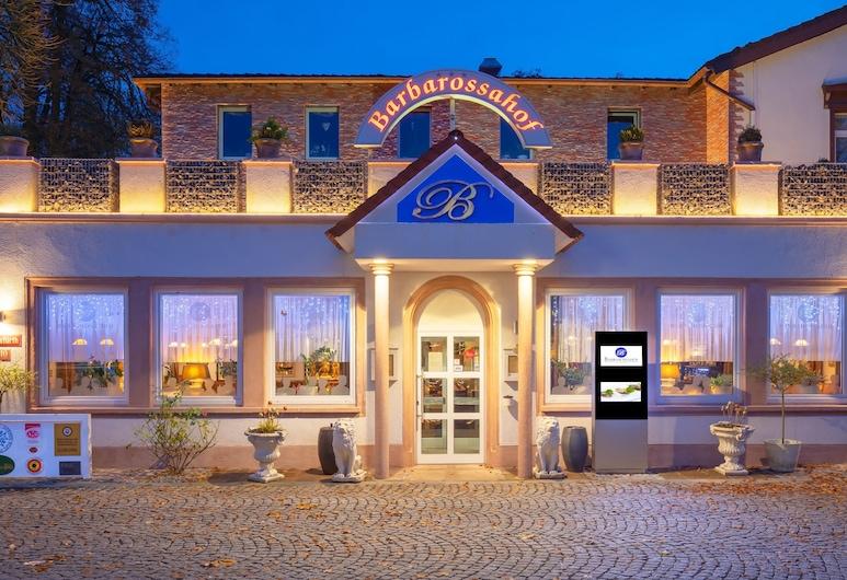 Hotel Restaurant Barbarossahof, Kaiserslautern, Hotellfasad - kväll