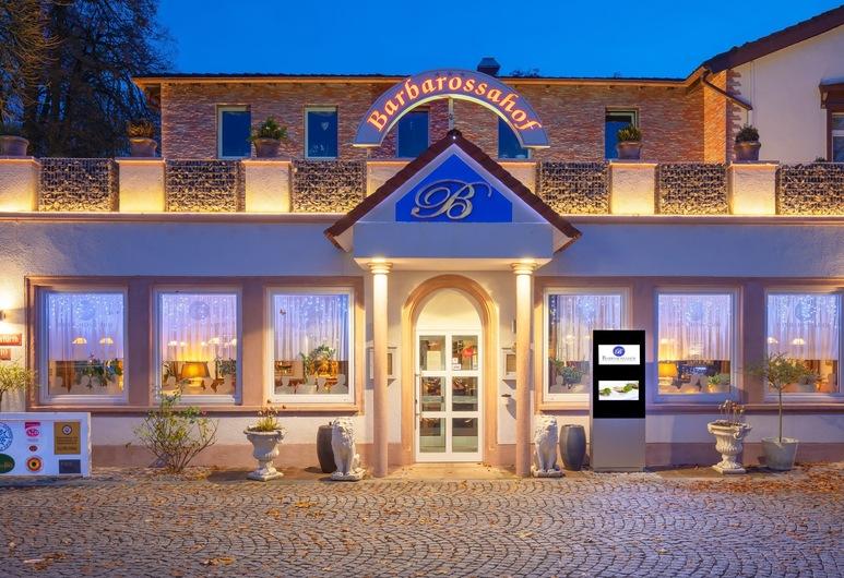 Hotel Restaurant Barbarossahof, Kaiserslautern, Bagian Depan Hotel - Sore/Malam