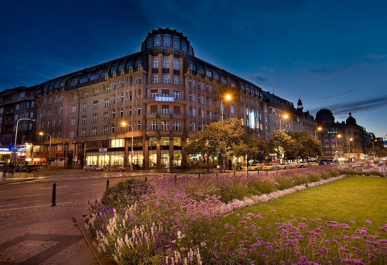 EA Hotel Rokoko, Praga, Fachada do hotel (à noite)