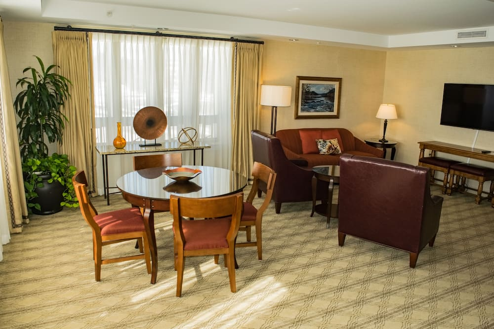 Executive Suite, Accessible - Living Area