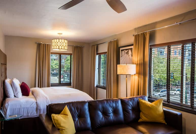The Inn at El Gaucho, Seattle, Deluxe King Junior Suite with bay or city views, City View