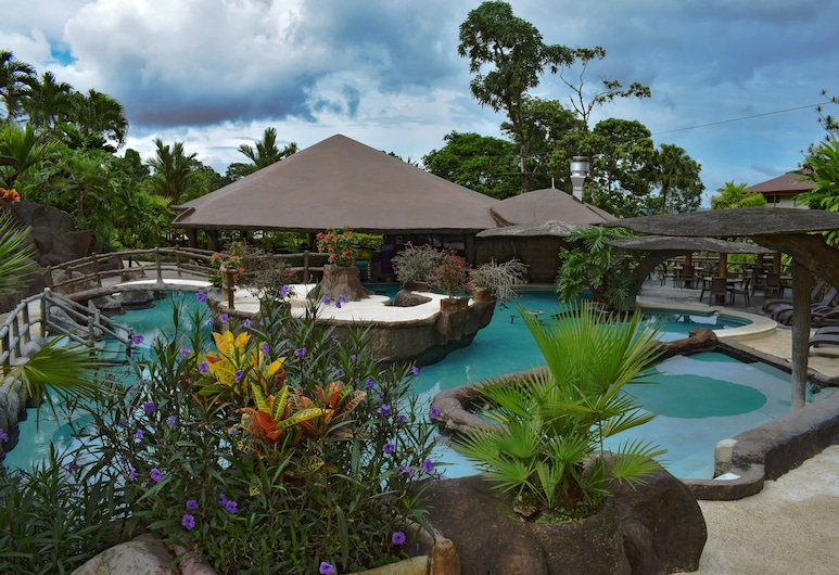 Hotel Los Lagos Spa & Resort, La Fortuna, Bar ved bassenget