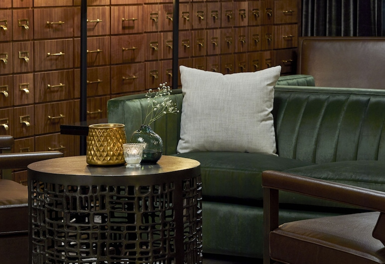Cumberland House Knoxville, Tapestry Collection by Hilton, Knoxville, Lobby Sitting Area