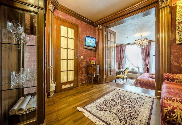IMPERIAL Hotel & Restaurant, Vilnius, Queen Suite (with private Spa access), Living Area