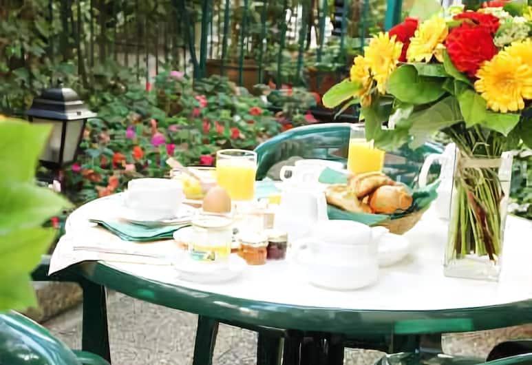 Hotel Le Hameau de Passy, Paris, Breakfast Area