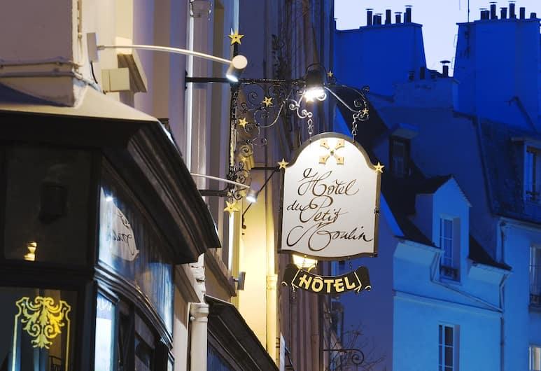 Hôtel du Petit Moulin, Paris, Hotel Front – Evening/Night