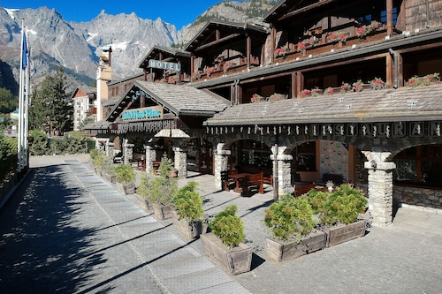 庫爾馬耶烏爾布蘭克山渡假村