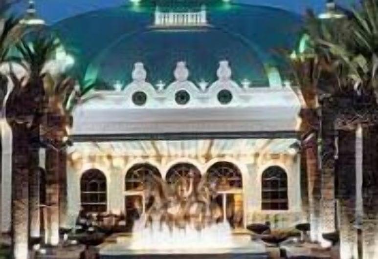 Peermont D'oreale Grande at Emperors Palace, Kempton Park, Hotellets front – kveld/natt