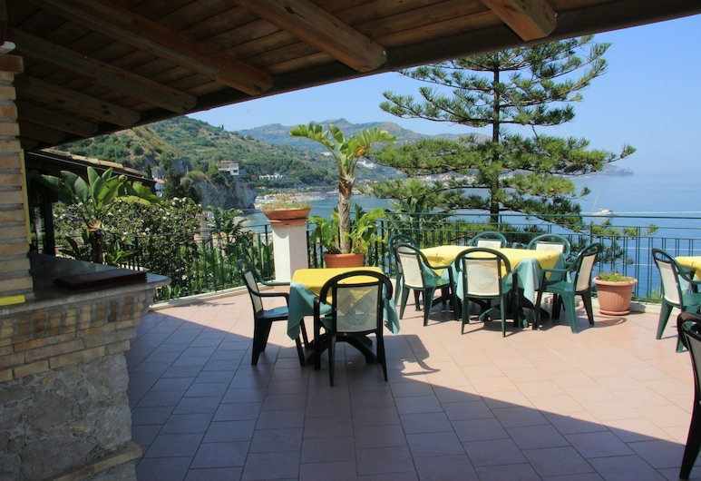 Hotel Baia Delle Sirene, Taormina, Terasa