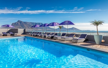Picture of Lagoon Beach Hotel in Cape Town