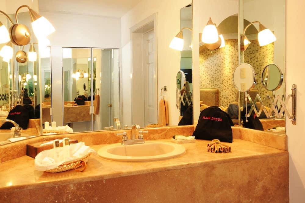 Suite Master - Lavamanos en el baño