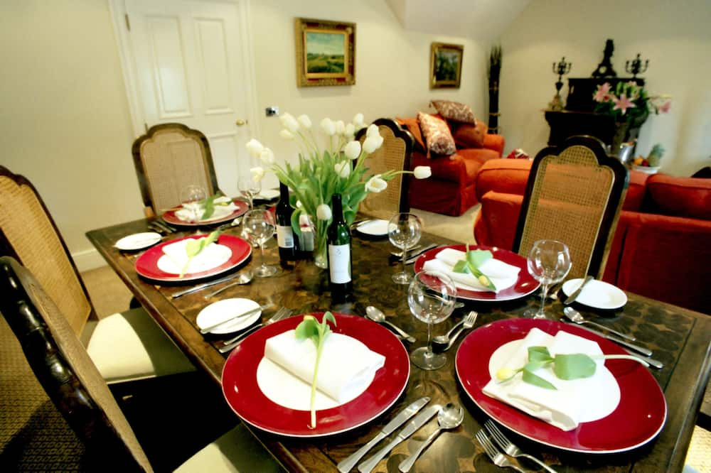 Standard Apartment, 2 Bedrooms, Non Smoking, Kitchen (Living Room) - In-Room Dining