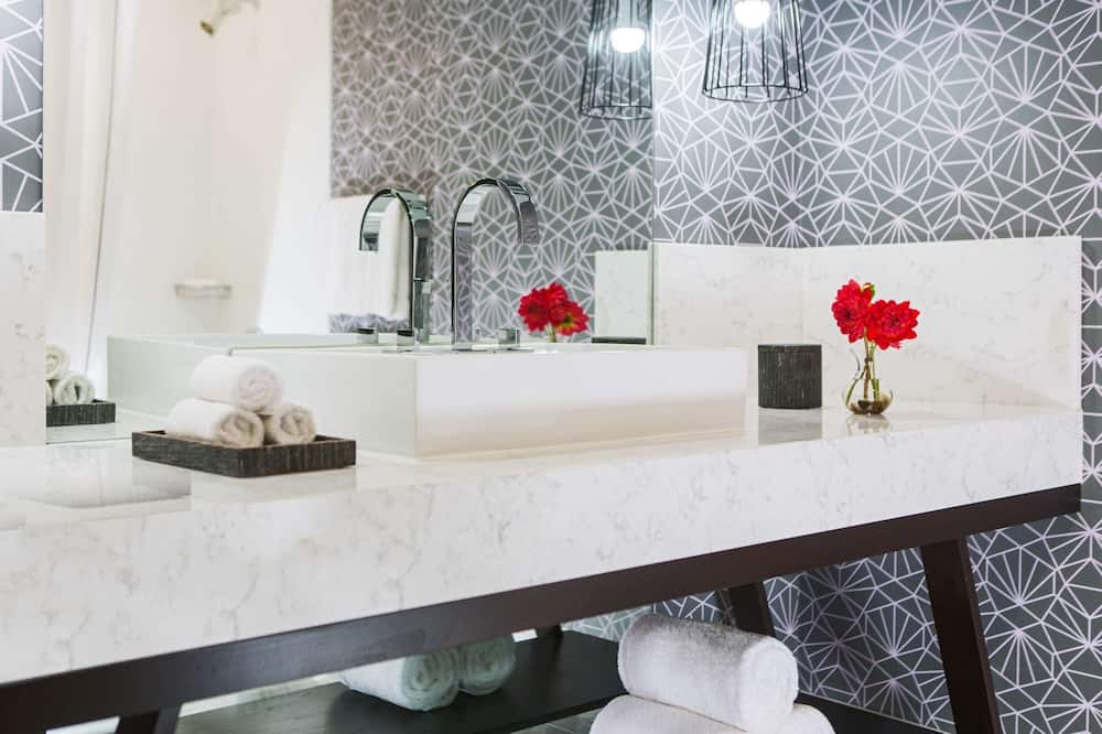 Habitación, 1 cama King size (Mobility Accessible Executive Studio ) - Baño