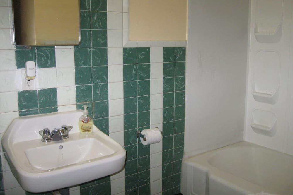 Family Room, Multiple Beds, Refrigerator & Microwave - Bathroom