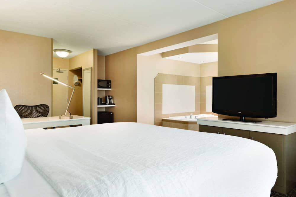 Room, 1 King Bed, Jetted Tub - In-Room Dining
