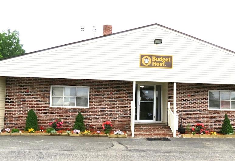 Budget Host Airport Inn, Waterville, Hotel Front