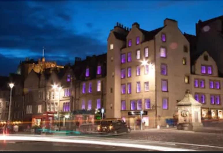 Grassmarket hotel, Edinburgh, Voorkant hotel - avond/nacht