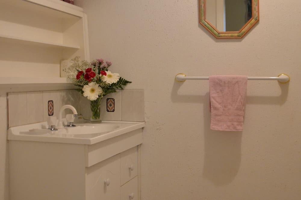 En-suite Twin Room Package - Bathroom