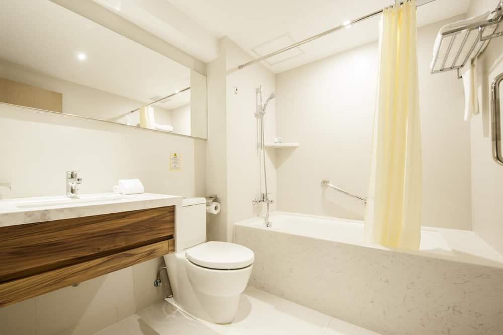 Executive Room, 1 Bedroom, Ensuite, City View (20-30 Square Meters) - Bathroom