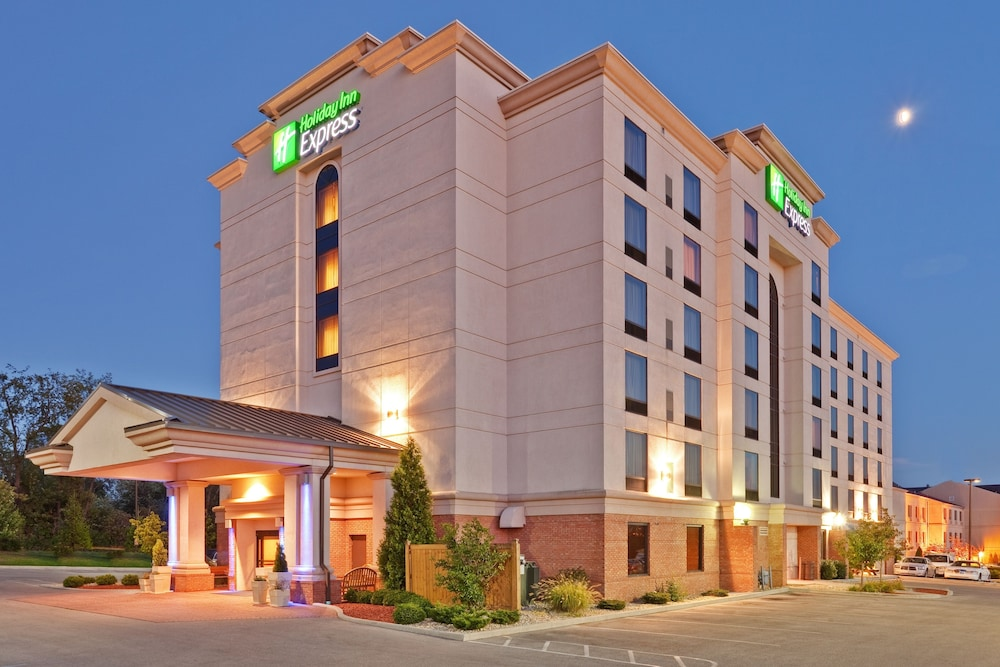 Holiday Inn Express Suites Bloomington