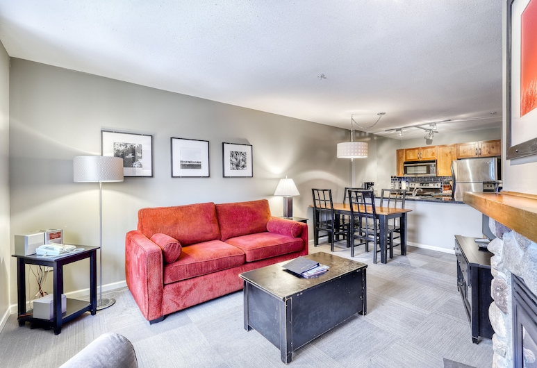 The Town Plaza Suites by Vacasa, Whistler, Suite, 1 Bedroom (Unit 302), Living Area