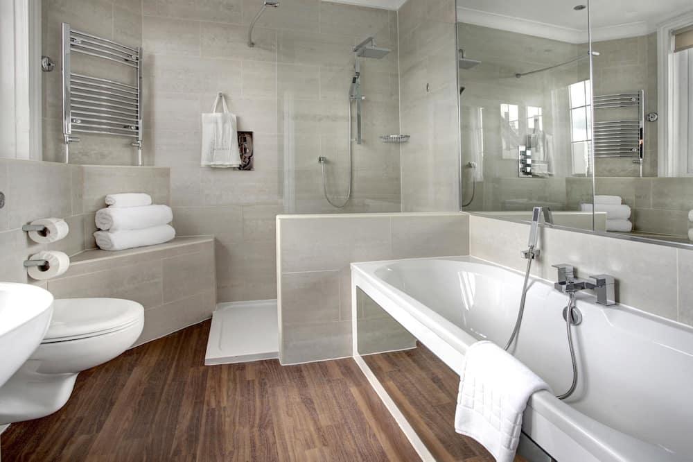 Suite, 1 très grand lit, non-fumeurs - Salle de bain
