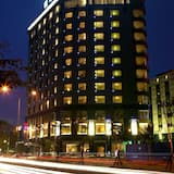 Otelin Önü - Akşam/Gece