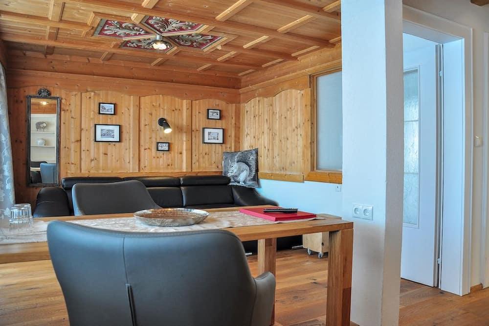 Suite (Hocheder) - Living Room