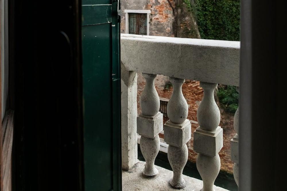 Suite Superior, vista canale - Balcone