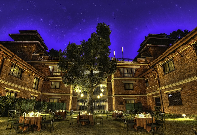 戈卡納森林渡假村飯店, 加德滿都, 庭院
