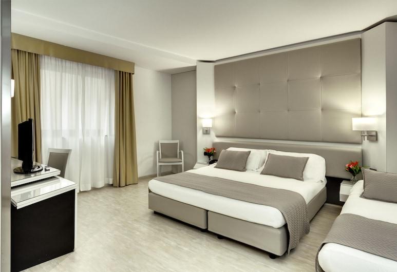 Mediterraneo Palace Hotel, Ragusa, Habitación triple, Habitación