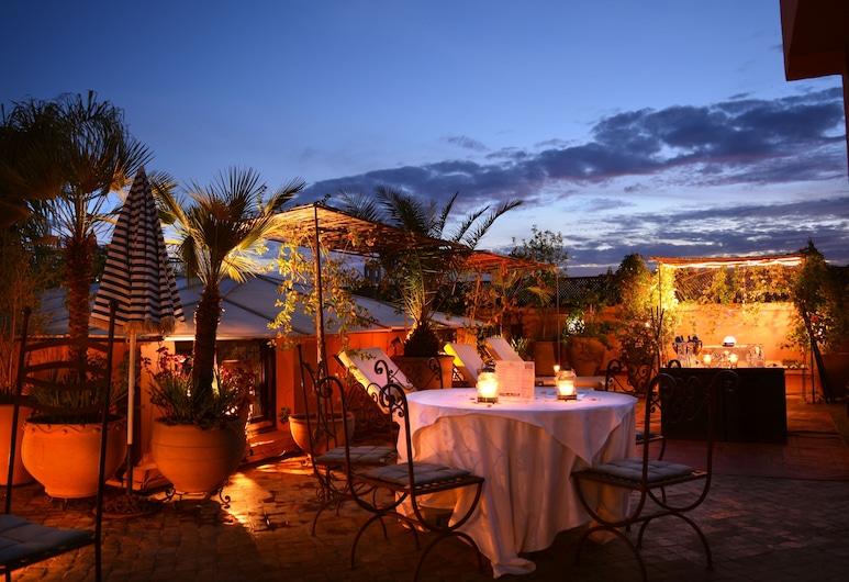 Riad Ayadina & Spa, Marrakesch, Hotelfassade am Abend/bei Nacht