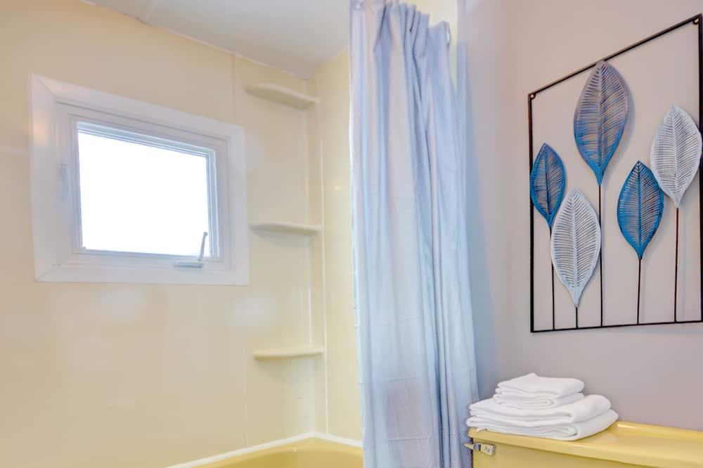 Kambarys su patogumais, 2 standartinės dvigulės lovos - Vonios kambarys
