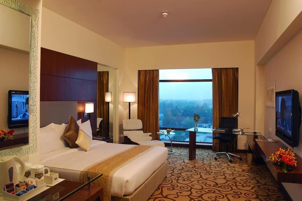 Executive Suite, 1 King Bed, Smoking - Guest Room