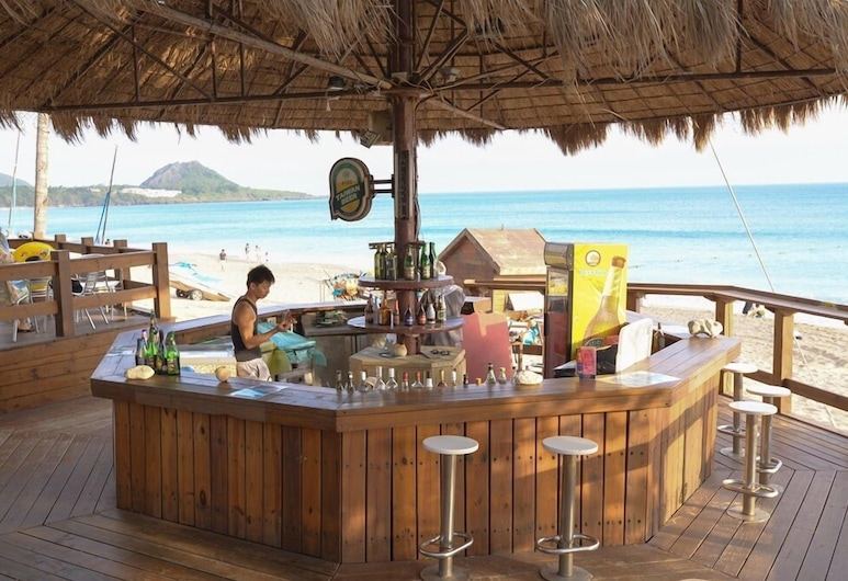 Chateau Beach Resort, Hengchun, Poolbar