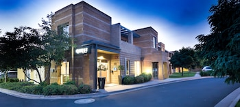Enter your dates for our Wagga Wagga last minute prices
