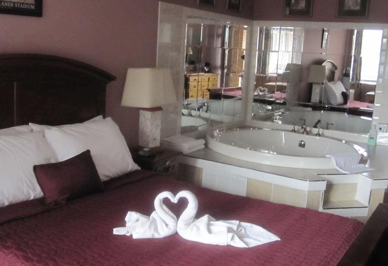 Ritz Inn Niagara, Ниагара Фоллс, Люкс для новобрачных, 1 двуспальная кровать «Квин-сайз», гидромассажная ванна, Вид из номера
