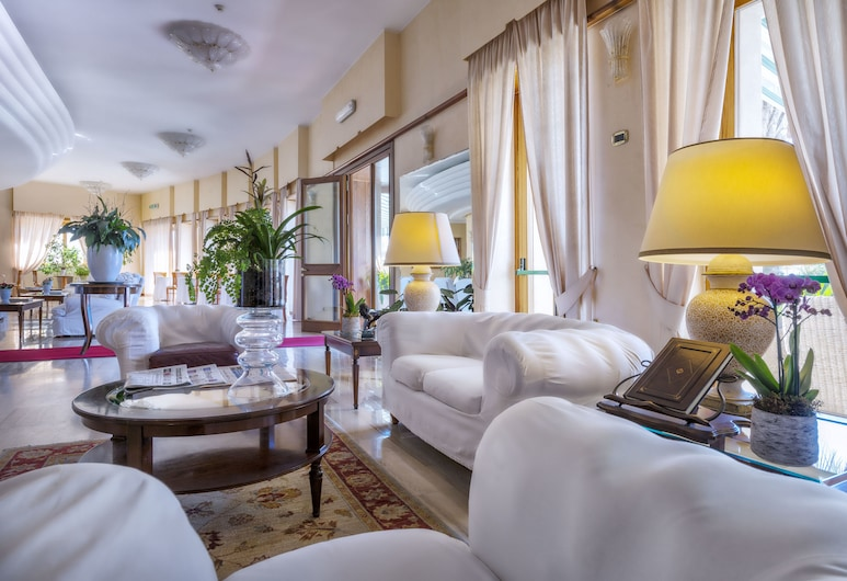 Astura Palace Hotel, Nettuno, Sohvabaar fuajees