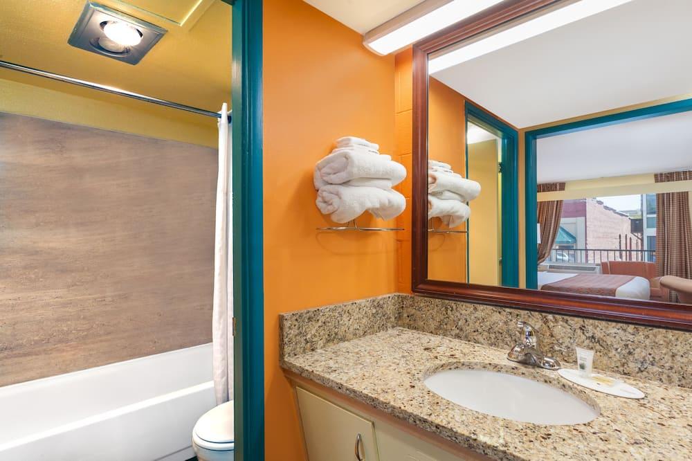 Standard tuba, 2 laia voodit, külmkapp ja mikrolaineahi - Vannituba