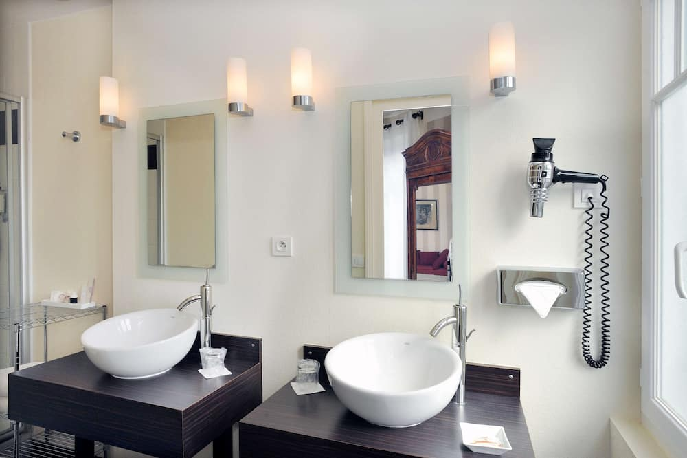 Superior Δωμάτιο, 1 Queen Κρεβάτι, Θέα στην Αυλή - Μπάνιο