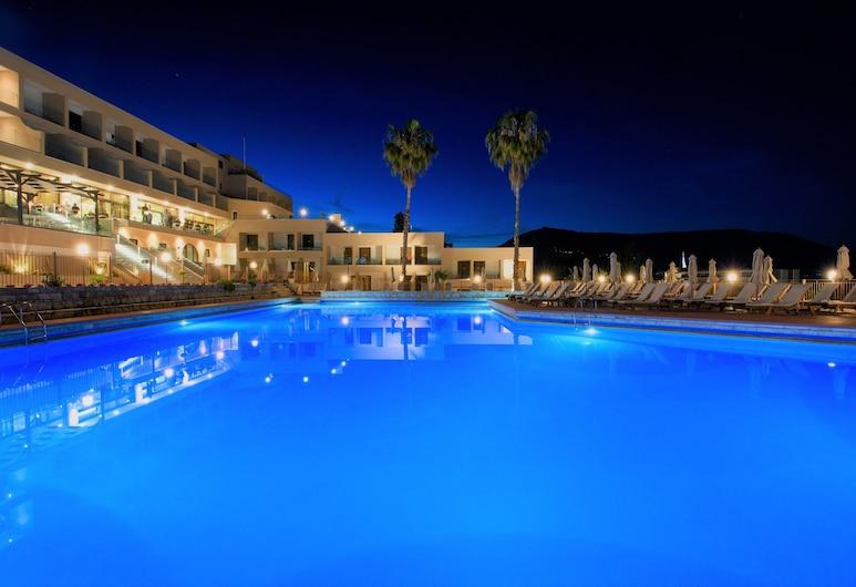 Magna Graecia - All Inclusive, Корфу, Фасад отеля вечером/ночью