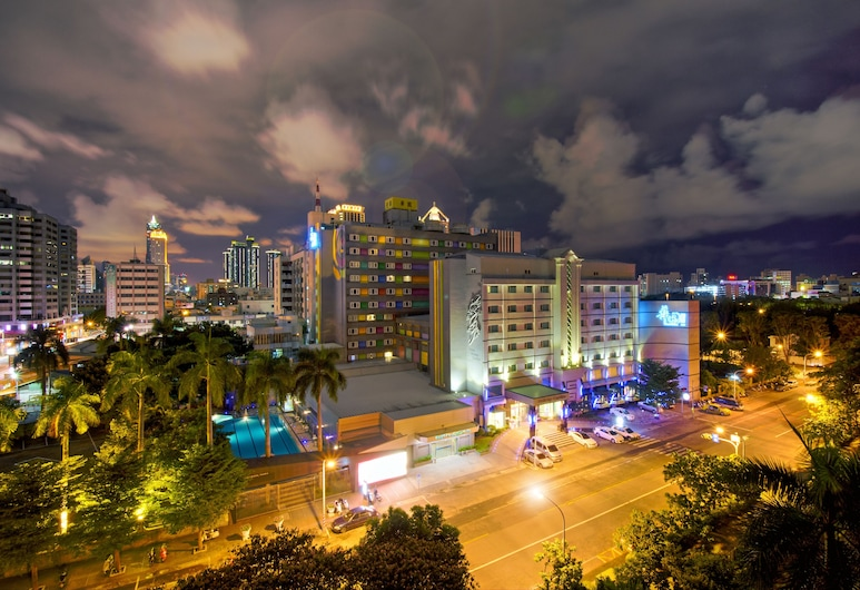 Holiday Garden Hotel, Kaohsiung, Hotel Front – Evening/Night