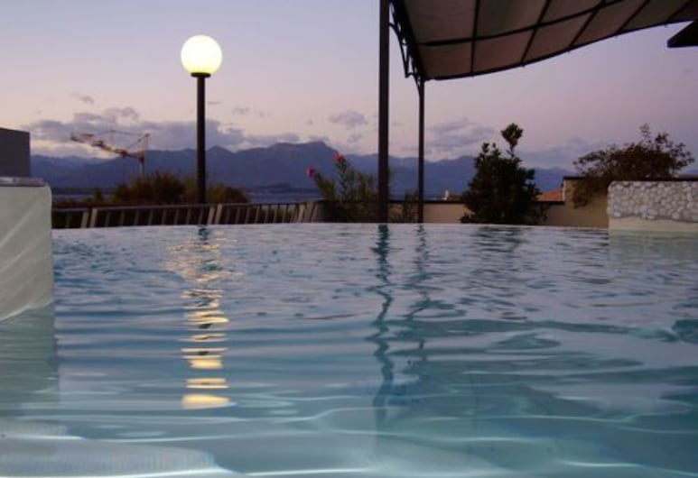 Hotel Enrichetta, Desenzano del Garda, Außen-Whirlpool