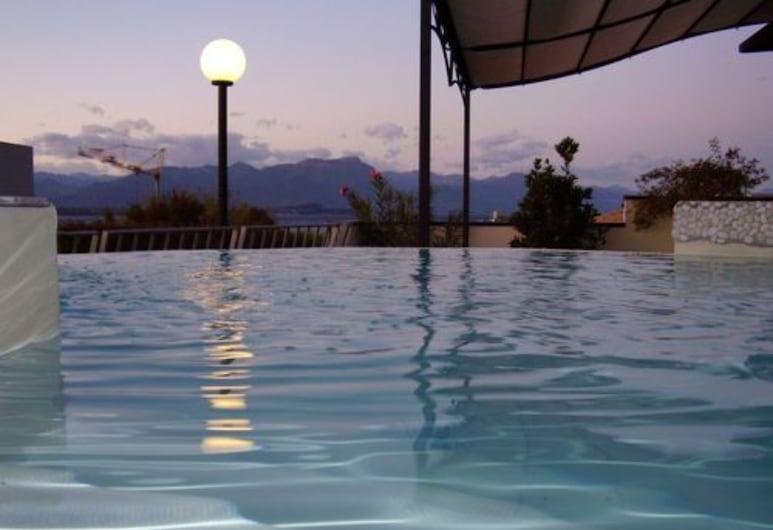 Hotel Enrichetta, Desenzano del Garda, Tina de hidromasaje al aire libre
