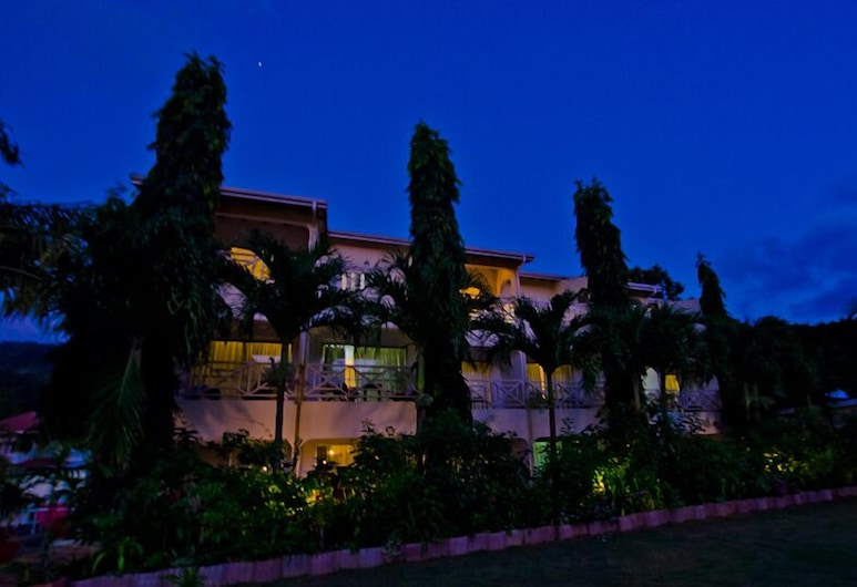 Coco D'Or, Mahe Island, Hotel Front – Evening/Night
