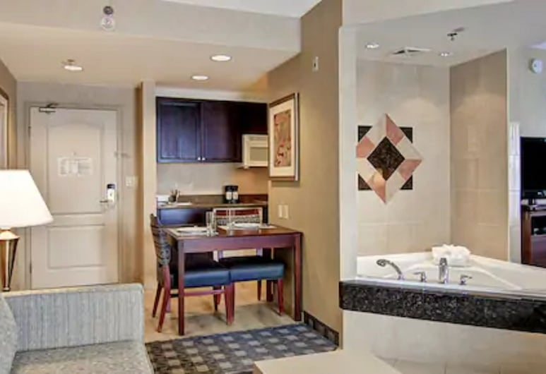 هوم وود سويتس باي هيلتون تورنتو/أوكفيل, أوكفيل, King - جناح - غرفة نوم واحدة - بحوض استحمام بنظام دفع المياه, غرفة نزلاء