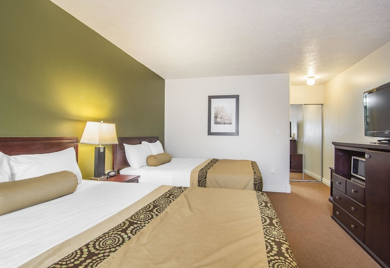 Econo Lodge Inn & Suites, High Level, Standard Room, 2 Queen Beds, Non Smoking, Guest Room