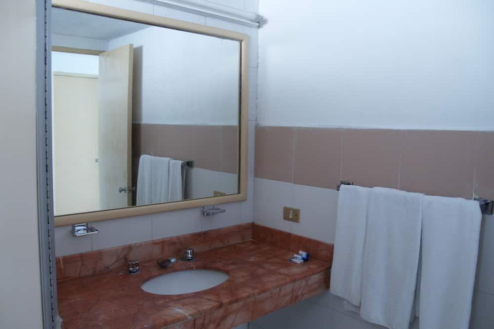 Standard Room, 2 Katil Kelamin (Double) - Bilik mandi